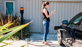 Comment recharger une voiture électrique chez soi?